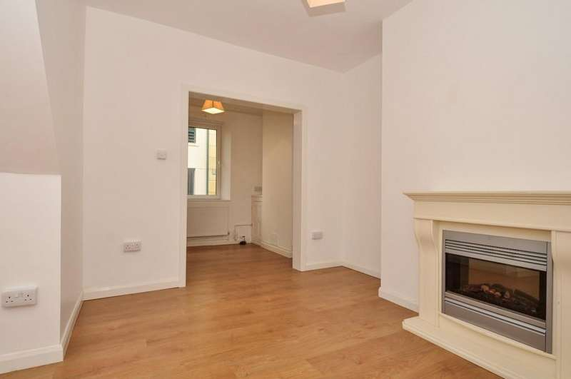 2 Bedrooms Terraced House for sale in Pool Hill, Caernarfon, North Wales