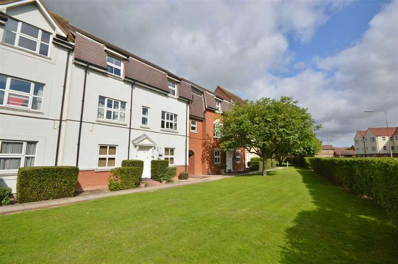 2 Bedrooms Flat for sale in Tallowgate, South Woodham Ferrers