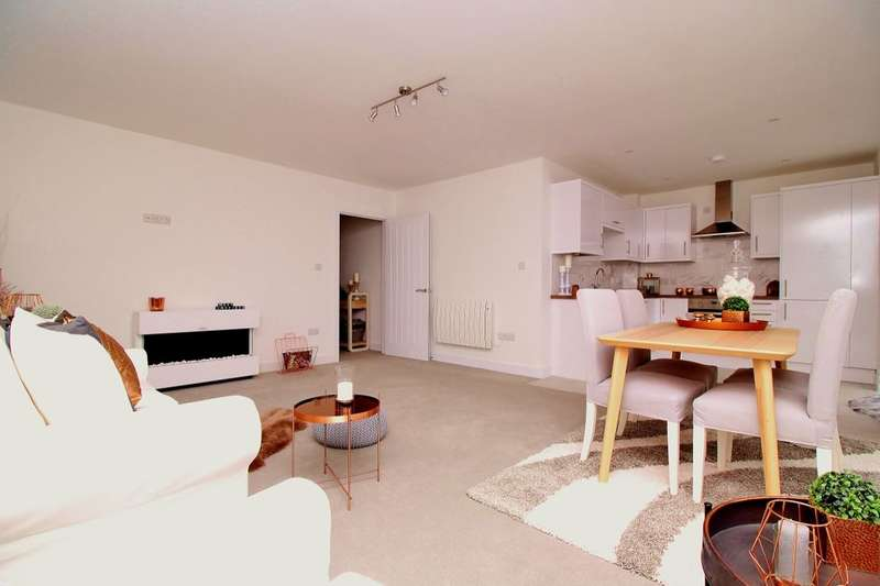 2 Bedrooms Flat for sale in Hanway Road, Portsmouth, PO2