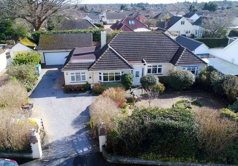 3 Bedrooms Detached Bungalow for sale in Fernside Road, West Moors