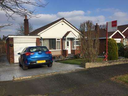 3 Bedrooms Bungalow for sale in Finchale Drive, Hale, Altrincham, Greater Manchester