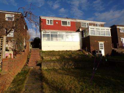 4 Bedrooms Semi Detached House for sale in Langdale Drive, Dalton, Huddersfield, West Yorkshire