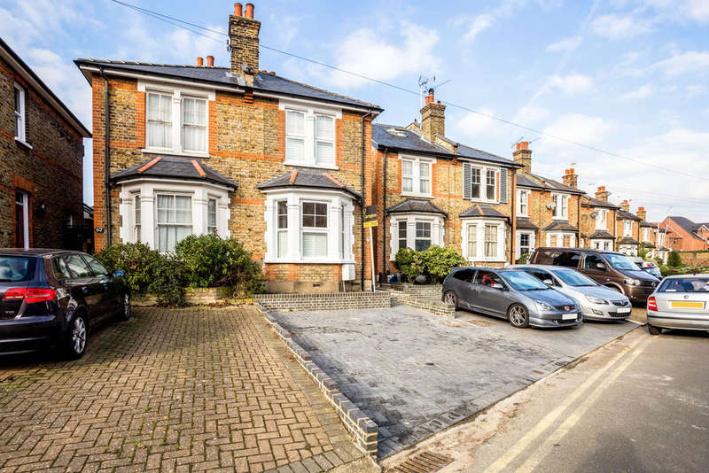 3 Bedrooms Semi Detached House for rent in The Bittoms, Kingston Upon Thames, KT1
