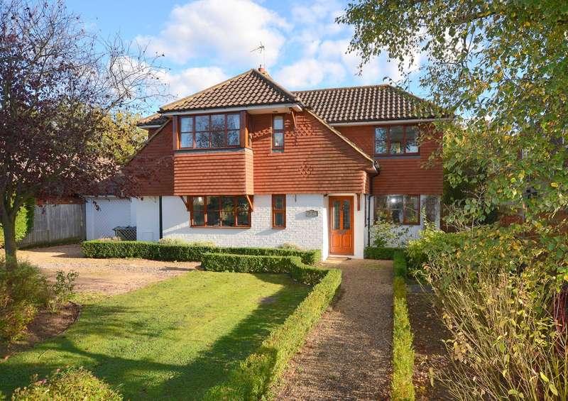 4 Bedrooms Detached House for sale in Effingham Junction