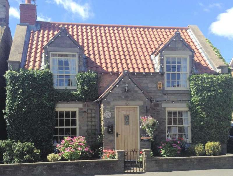 3 Bedrooms Cottage House for sale in High Street, Burniston, Scarborough, North Yorkshire YO13 0HH
