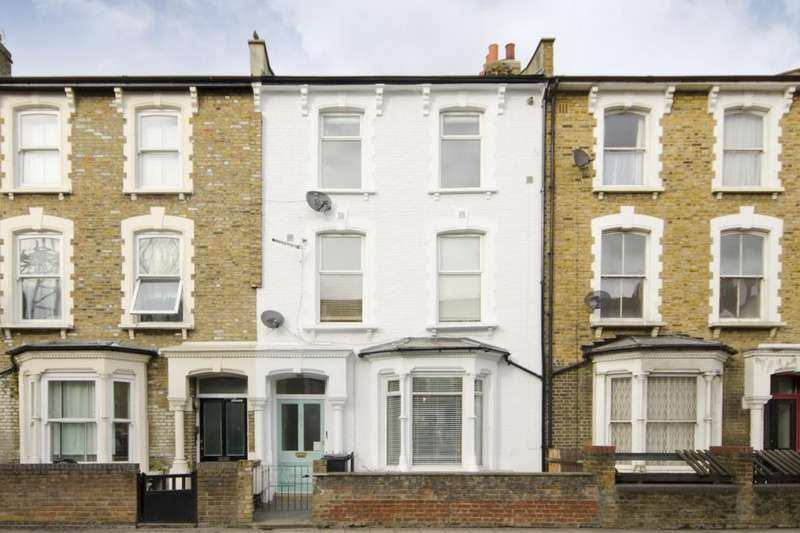 3 Bedrooms Flat for sale in Graham Road, Hackney, London, E8