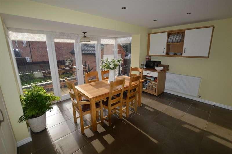 3 Bedrooms Detached House for sale in Rectory Close, Sutton Bonington, Loug...