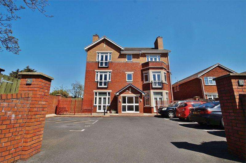 2 Bedrooms Apartment Flat for sale in Park Road, Southport