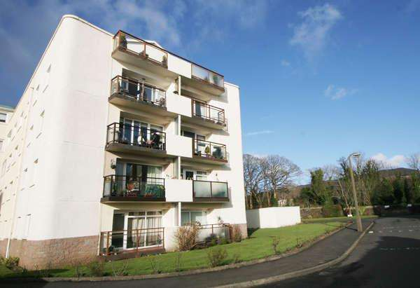 2 Bedrooms Flat for sale in 30 Castlebay Court, Largs, KA30 8DS