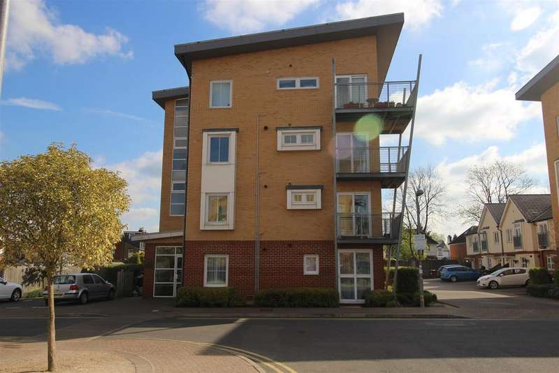 2 Bedrooms Apartment Flat for sale in Whitehall Close, Borehamwood