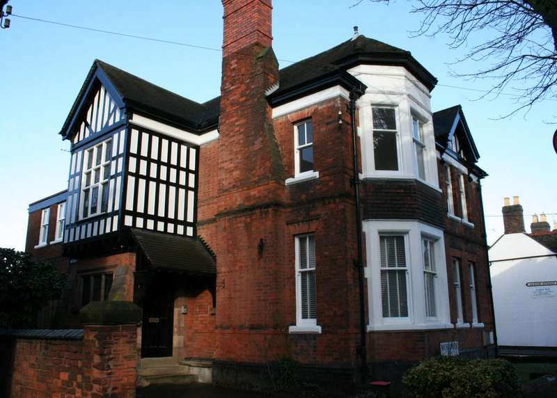 6 Bedrooms Detached House for sale in Victoria Road, Tamworth B79 7HS