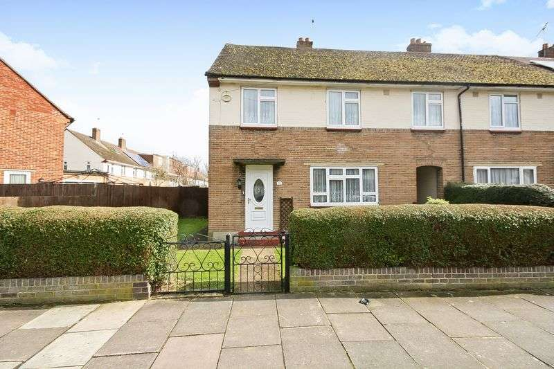 4 Bedrooms Property for sale in Court Mead, Northolt