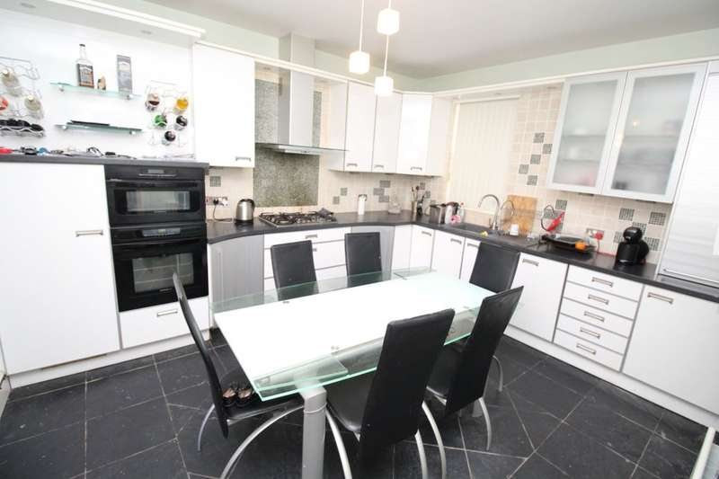 4 Bedrooms Flat for rent in Red Bank Road, Blackpool, FY2
