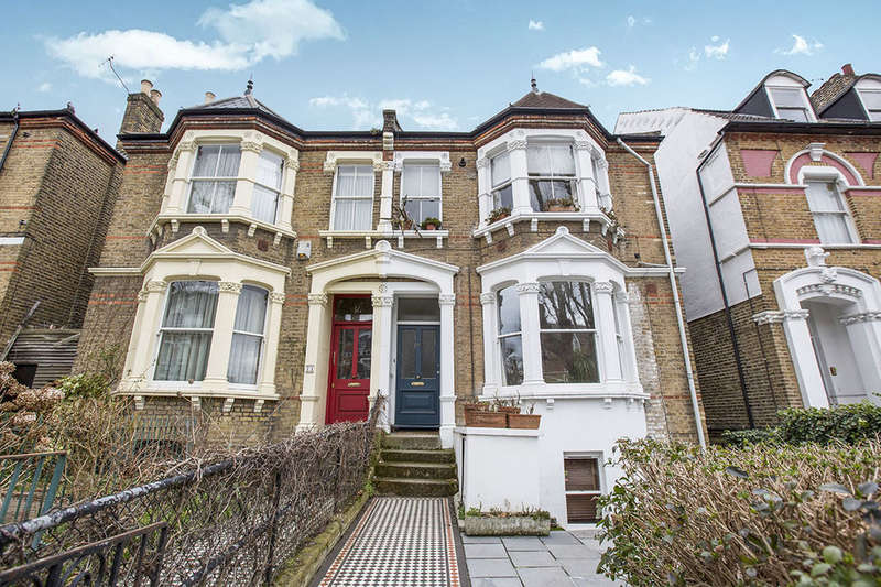 2 Bedrooms Flat for sale in Pepys Road, London, SE14