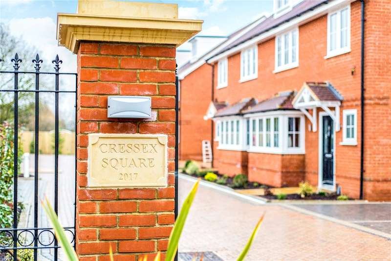 4 Bedrooms Semi Detached House for sale in Cressex Road, High Wycombe, HP12