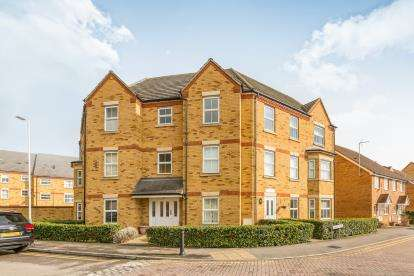 2 Bedrooms Flat for sale in 5 Hyde Close, Romford