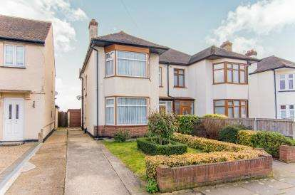 3 Bedrooms Semi Detached House for sale in Hornchurch, ., Essex