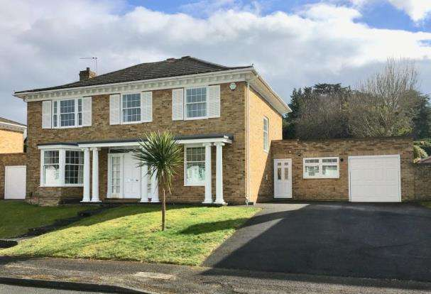 4 Bedrooms Detached House for sale in Fetcham, Leatherhead, Surrey