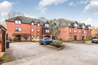 1 Bedroom Flat for sale in Middlebridge Street, Romsey, Hampshire