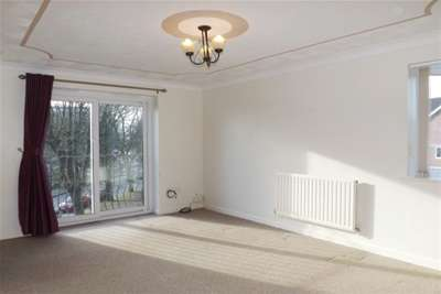2 Bedrooms Flat for rent in The Limes, Crownhill, Plymouth