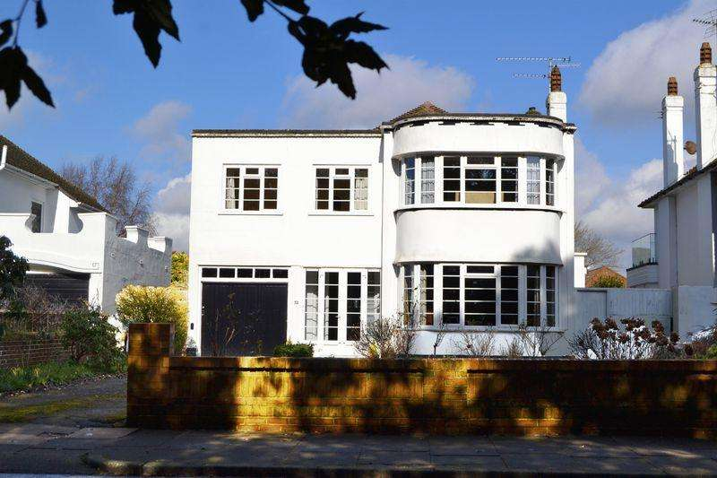 4 Bedrooms Detached House for sale in Goring Hall