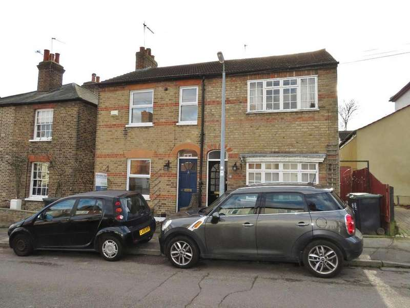 2 Bedrooms Semi Detached House for sale in Gladstone Road, Buckhurst Hill