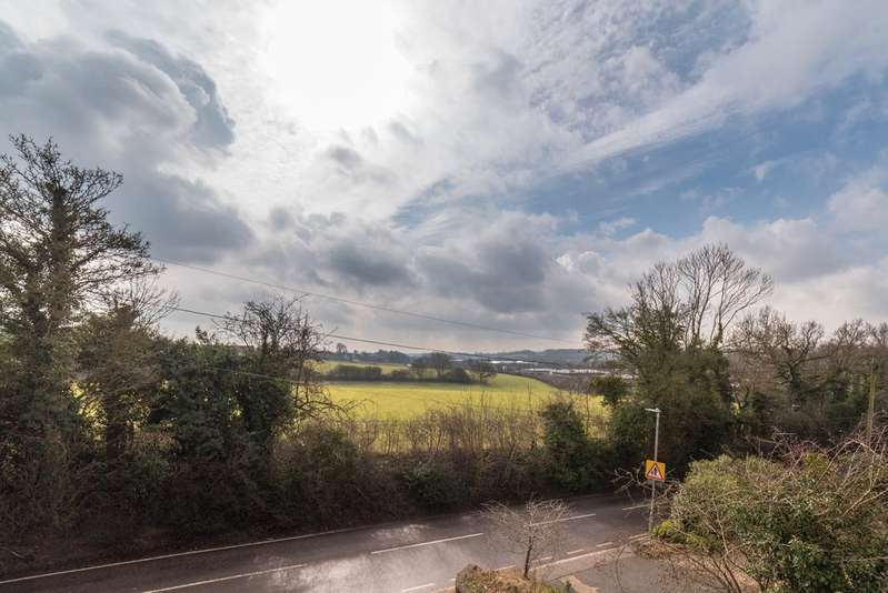 3 Bedrooms Detached House for sale in Toms Lane, Kings Langley WD4