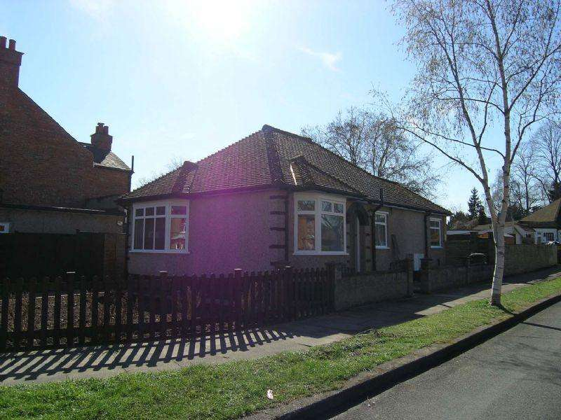 2 Bedrooms Bungalow for rent in Epsom - SHORT LET ONLY