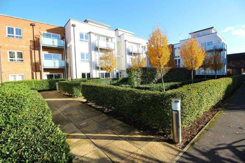 1 Bedroom Flat for sale in CANALSIDE, WATERCOLOUR, REDHILL