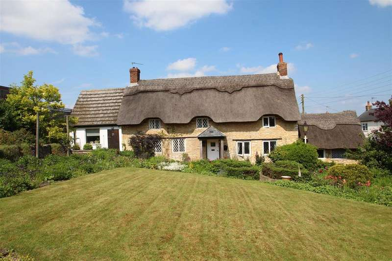 3 Bedrooms Detached House for sale in Grafton Road, Yardley Gobion, Towcester