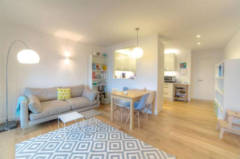 2 Bedrooms Apartment Flat for sale in Bahram Court,, Mint Street, Bethnal Green, E2