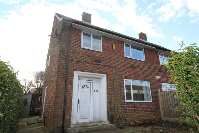 3 Bedrooms Semi Detached House for sale in Stanks Lane North, Leeds, LS14
