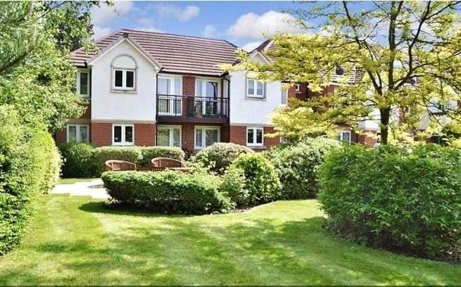 2 Bedrooms Retirement Property for sale in Cedar Court, Crockford Park Road, Addlestone, Surrey, KT15