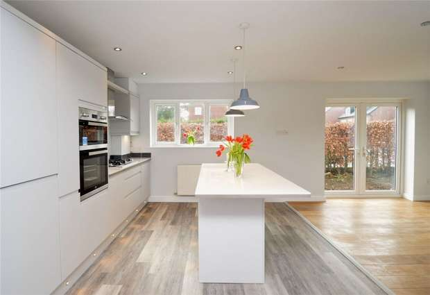 3 Bedrooms Semi Detached House for sale in Grimshaw Lane, Bollington, Macclesfield, Cheshire
