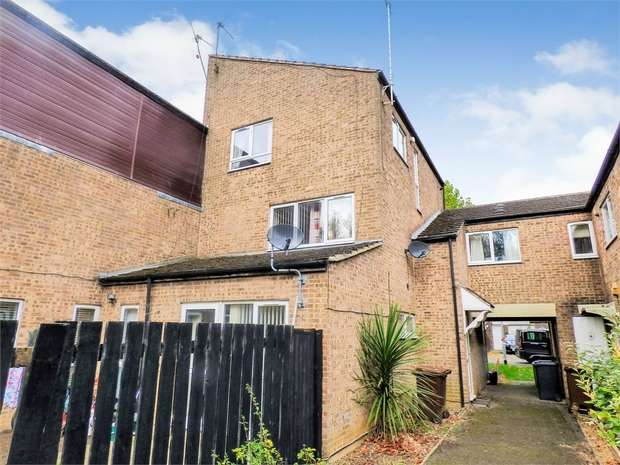 3 Bedrooms Semi Detached House for sale in Dresden Close, Corby, Northamptonshire