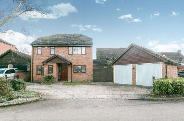 4 Bedrooms Detached House for sale in Oakley, Basingstoke, Hampshire
