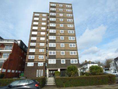 2 Bedrooms Flat for sale in Westcliff Parade, Westcliff On Sea, Essex