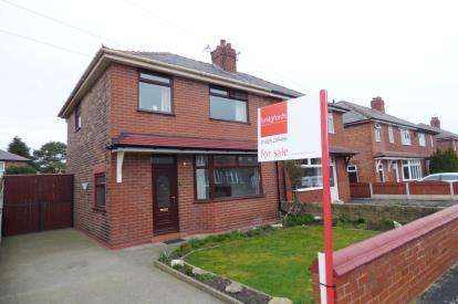 3 Bedrooms Semi Detached House for sale in Bruche Drive, Padgate, Warrington, Cheshire