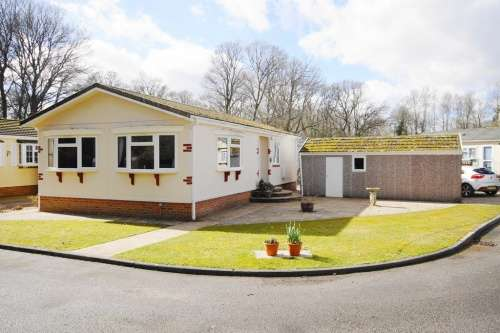 2 Bedrooms Park Home Mobile Home for sale in Dewlands Park, Verwood