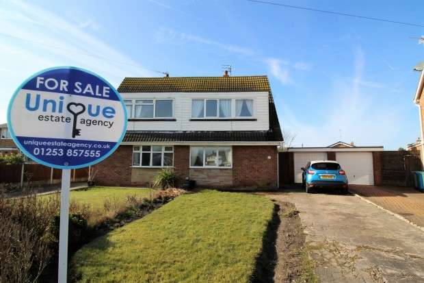 3 Bedrooms Semi Detached House for sale in Newby Avenue, Fleetwood, FY7