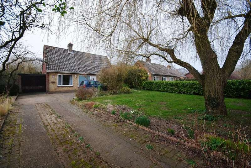 3 Bedrooms Detached House for sale in Greenways, Flordon