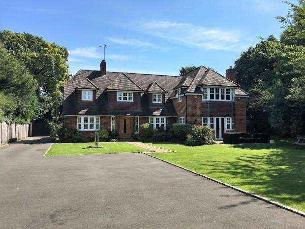 5 Bedrooms Detached House for sale in 44 The Park, Bookham, KT23