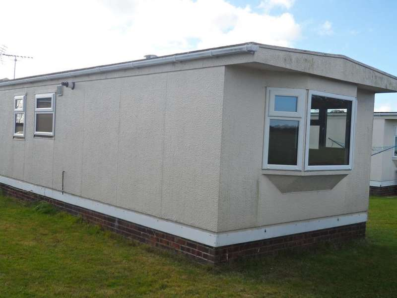 2 Bedrooms Park Home Mobile Home for sale in Meadowview Park, St Osyth Road, Little Clacton