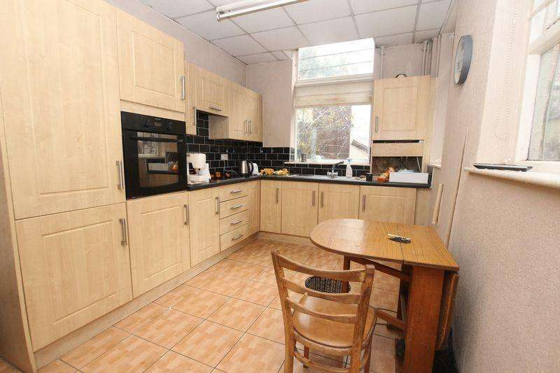 4 Bedrooms Terraced House for sale in Rochdale Road, Blackley, Manchester M9 7EL