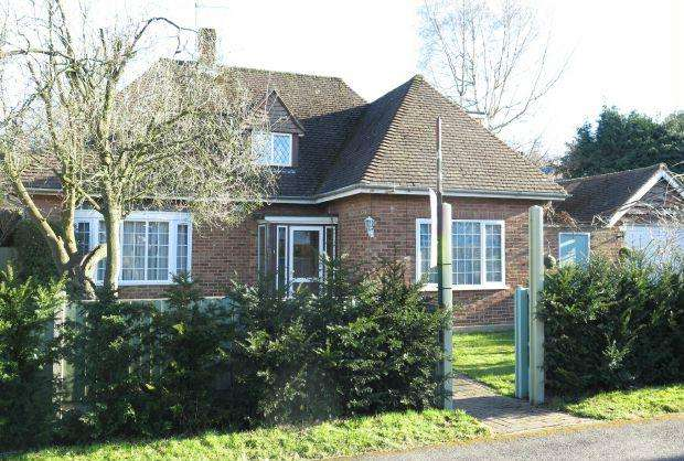 4 Bedrooms Detached House for sale in INDIVIDUAL CHALET. KING EDWARDS ROAD, ASCOT, BERKSHIRE, SL5 8PD