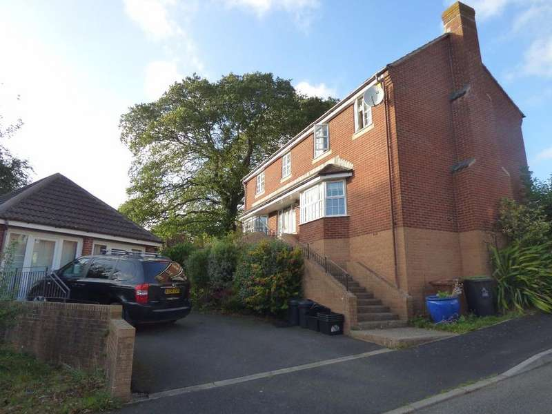 4 Bedrooms Detached House for rent in Southfield Drive, Crediton
