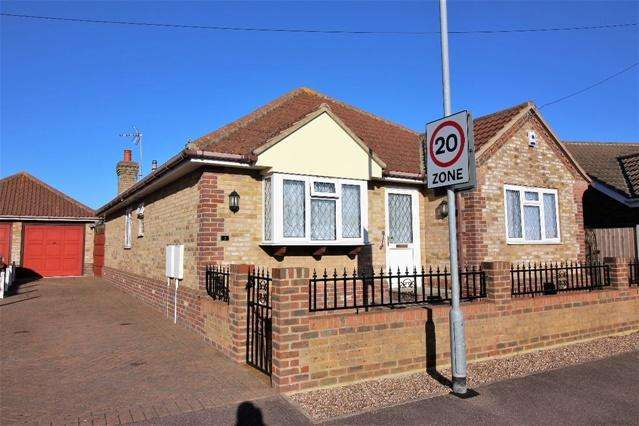 3 Bedrooms Detached Bungalow for sale in Bramble Way, Great Clacton, Clacton on Sea