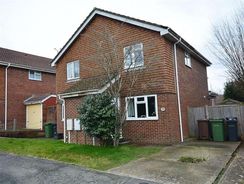 2 Bedrooms Semi Detached House for sale in Swallow Drive, Battle