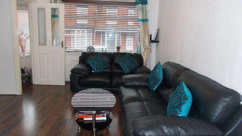3 Bedrooms Semi Detached House for sale in Burlington Avenue, Oldham