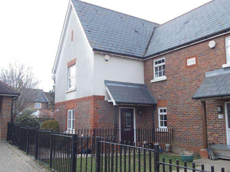 3 Bedrooms Semi Detached House for rent in Henfield
